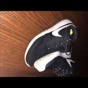 Worn woman's Nike shoes in size 7.5